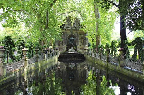 Une fontaine au Jardin de Luxembourg