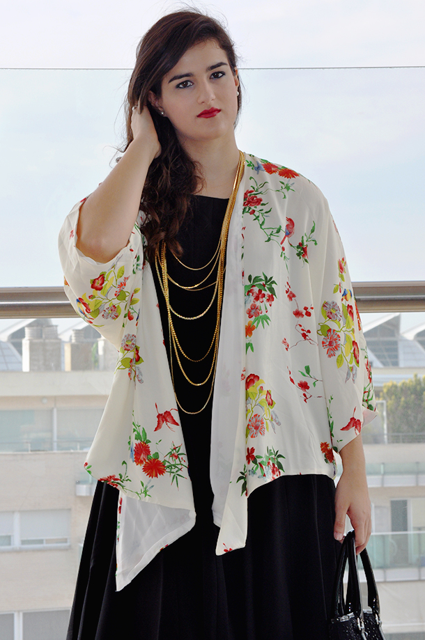 something fashion, fashion blogger wearing kimono, aupie, pointed toe heels, vintage necklace