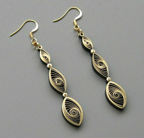 Quilled earrings tutorial