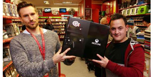 the-man-who-paid-750-dollar-for-xbox-photo