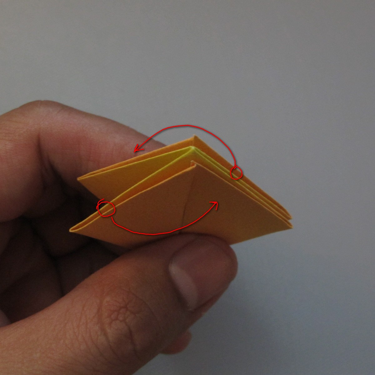 วิธีพับกระดาษเป็นดอกทิวลิป 008