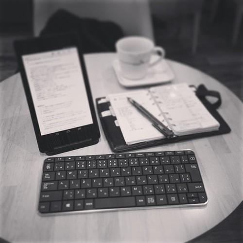 Photo:今年は10年続いてきたモレスキン日記帳をやめて、公私共ぜんぶフランクリンプランナーに一本化します。nexus7とMSのキーボードのコンビはなかなか快適で、テキストでの考えゴトがはかどります。脱ノートPC。 By:sunatomohisa