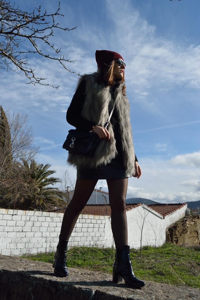 lara-vazquez-madlula-blog-legs-black-outfit