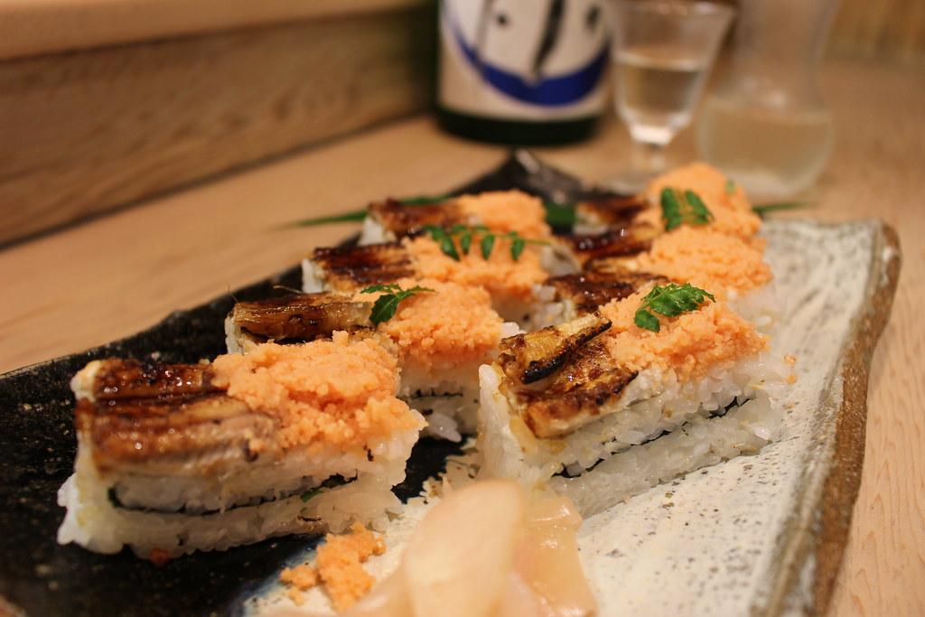 穴子とオボロの箱寿司