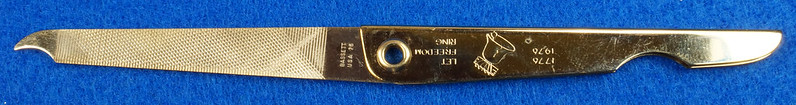 RD14785 Vintage 1976 Liberty Bell Let Freedom Ring Gold Tone Nail File by Bassett USA DSC06652