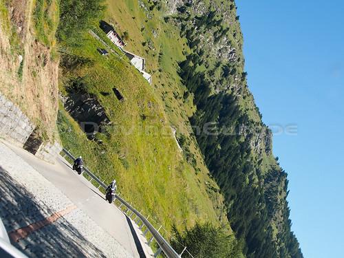 石畳の峠道
