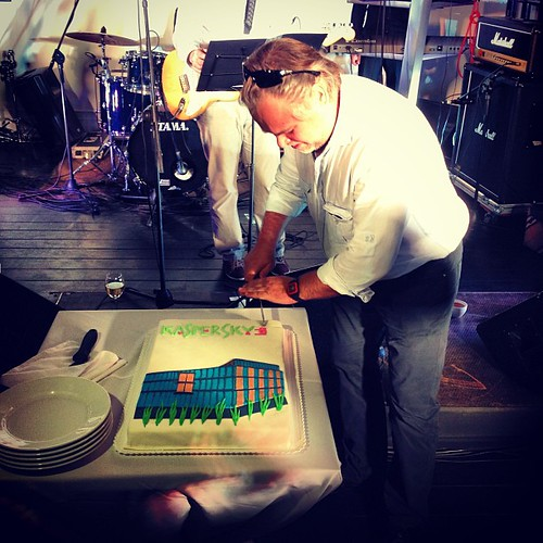 #торт #москва #касперский #kaspersky #moscow Евгений режет торт