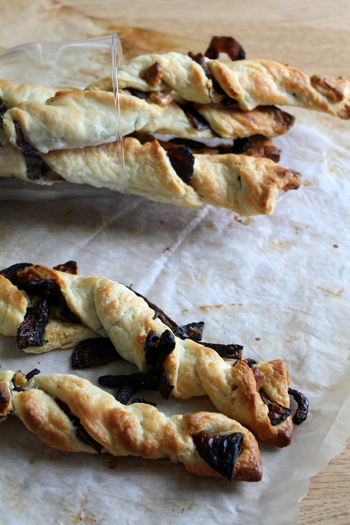 Caramelised onion twists (9)