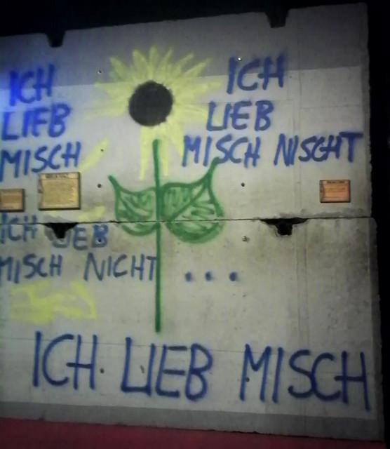 Muro que se conserva en los Universal Studios de Orlando (Florida) Muro de Berlin, viajero mundial por la paz - 9700895602 ebc7dfce9e z - Muro de Berlin, viajero mundial por la paz