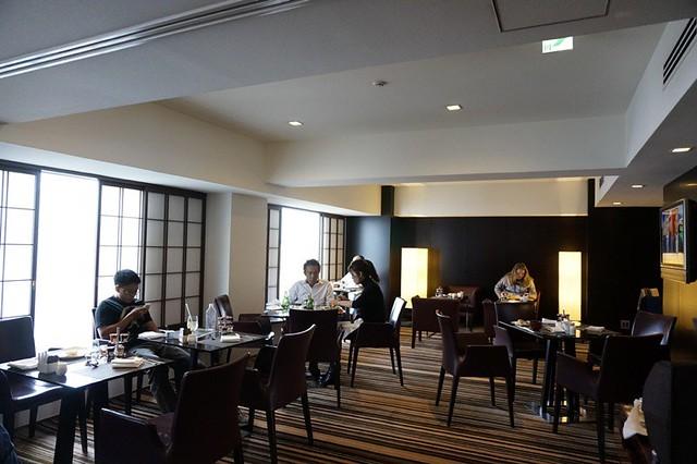 breakfast- Hilton Tokyo - shinjuku - exec lounge -001