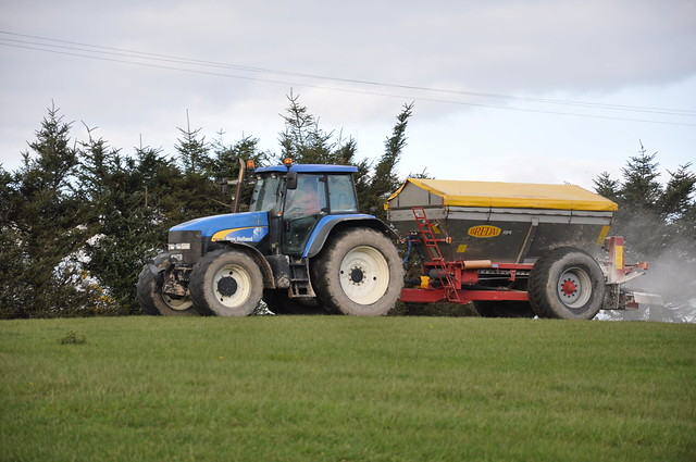 Broadcast Spreaders For Tractors : New holland tm tractor with a bredal bulk fertilizer