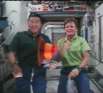 ISS07 Commander Peggy Whitson and Flight Engineer Dan Tani