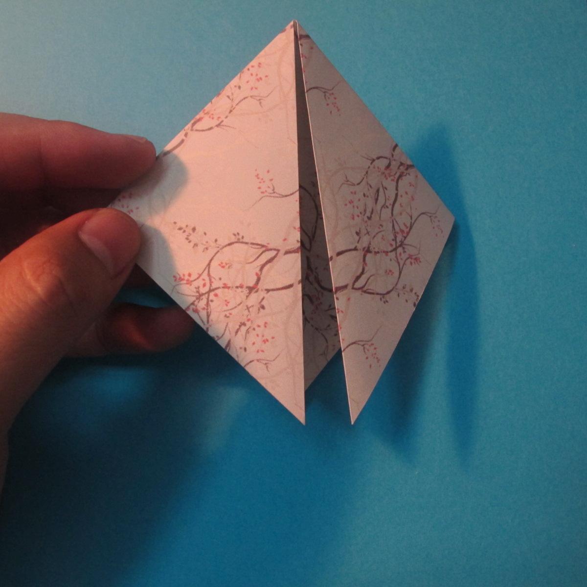 วิธีการพับกระดาษเป็นดาวสี่แฉก 004