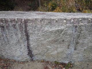 岩に刻まれたマーク by wishigrow