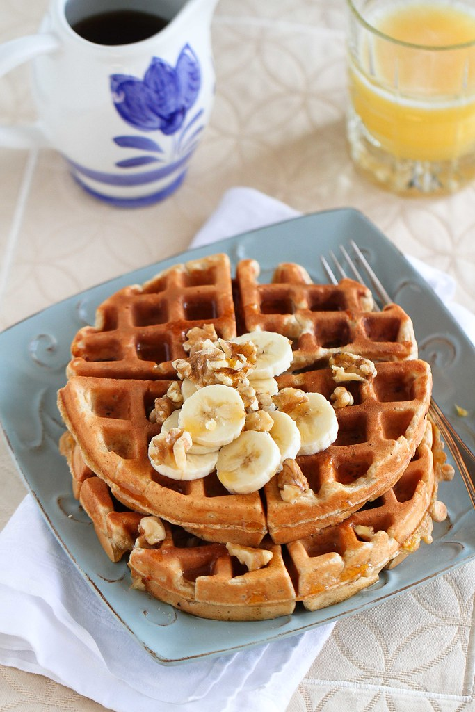 Whole Wheat Banana Walnut Waffles Recipe | kickingitin.com #breakfast #waffles #cleaneating