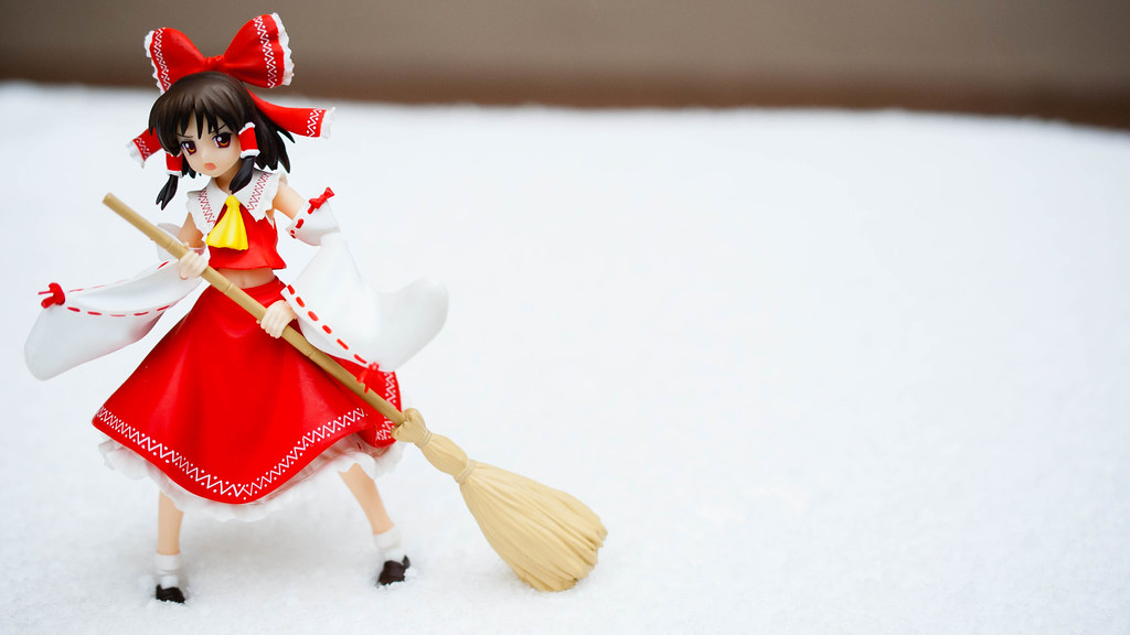 Reimu sweeping again!