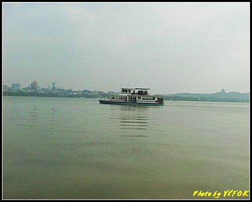 杭州 西湖 (其他景點) - 146 (從白堤上看西湖及吳山天風上的城隍閣與市區)