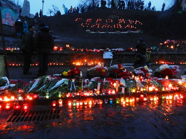 Свечи горят на Майдане