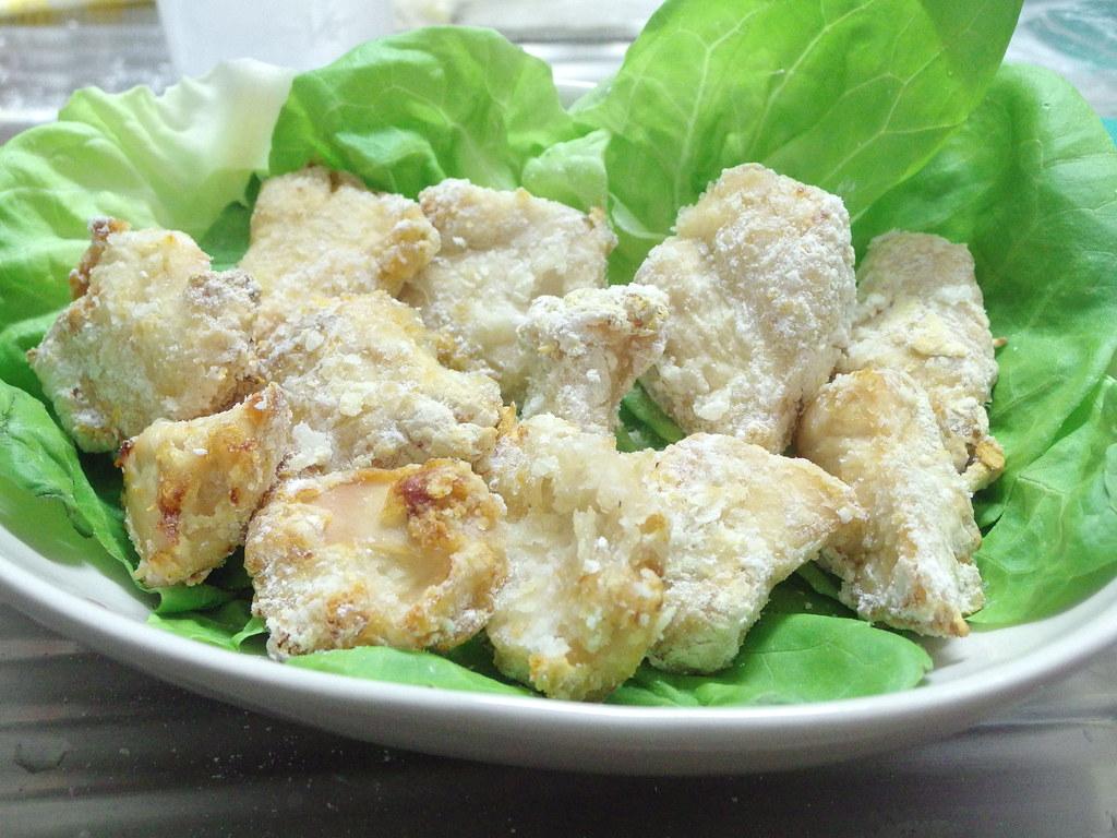白い鶏の唐揚げ