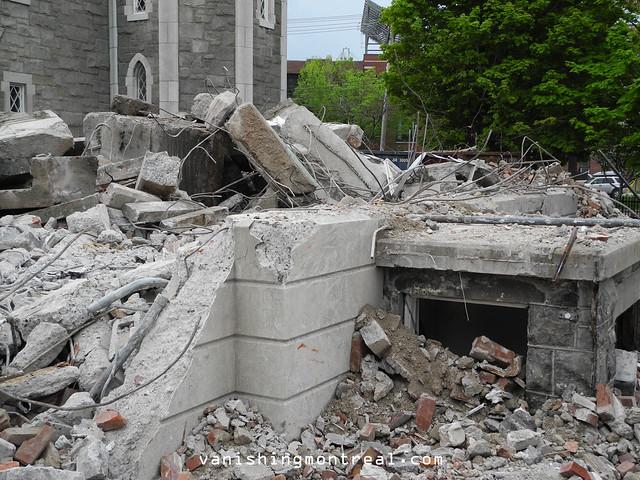 Eglise Notre-Dame-de-la-Paix demolition (Thursday/Jeudi) 18