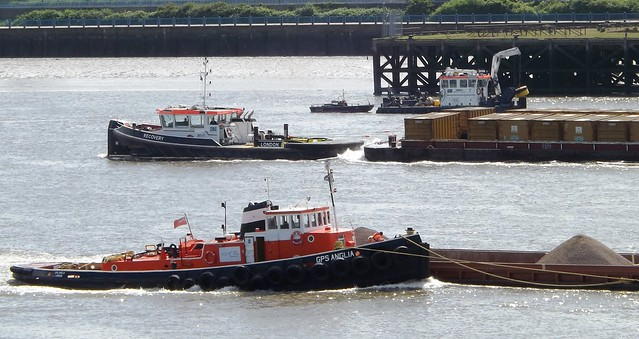 Busy River @ Gallions Reach 06-05-14
