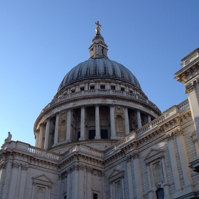 6:55 - St Paul's looking particularly majestic this morning #stpauls #london #morning