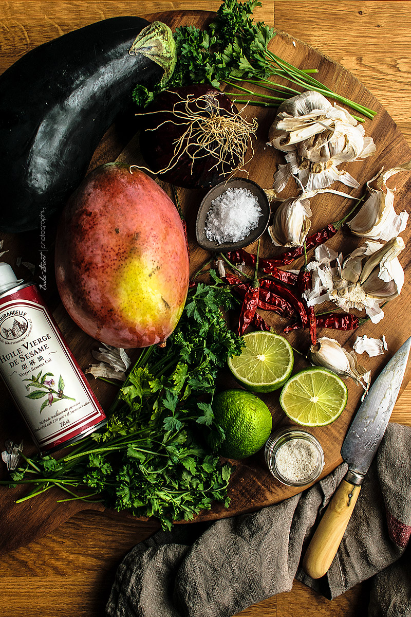 Batata asada rellena de berenjena y mango