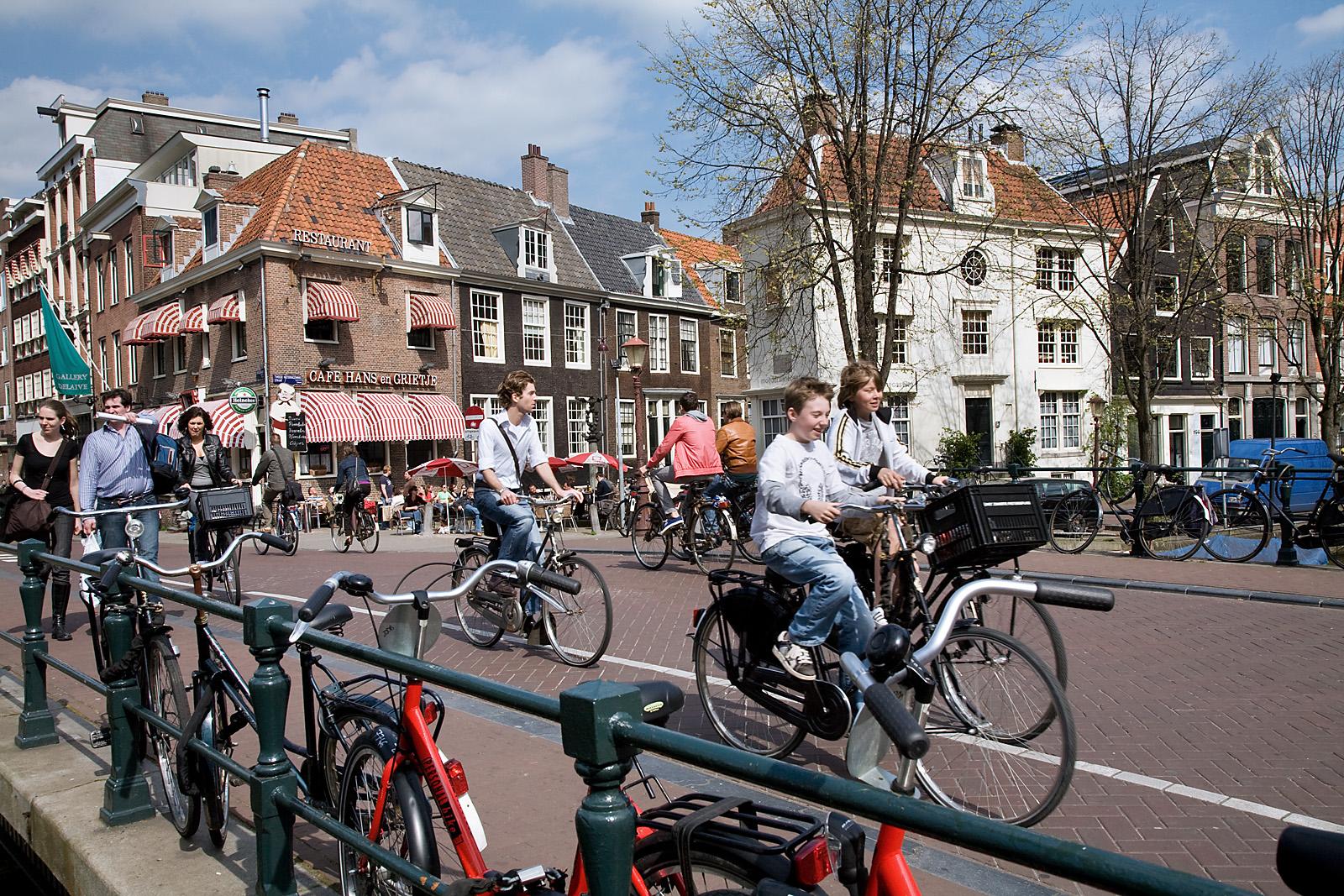 8. Bicicletas en la ciudad, el mejor medio de transporte. Autor, Jorge Royan