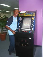 machine(1.0), arcade game(1.0), recreation(1.0), video game arcade cabinet(1.0), games(1.0),