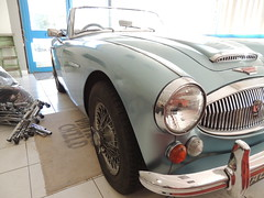 aston martin db2(0.0), aston martin db5(0.0), ac ace(0.0), austin-healey sprite(0.0), automobile(1.0), vehicle(1.0), automotive design(1.0), austin-healey 100(1.0), austin-healey 3000(1.0), antique car(1.0), classic car(1.0), vintage car(1.0), land vehicle(1.0), coupã©(1.0), sports car(1.0),