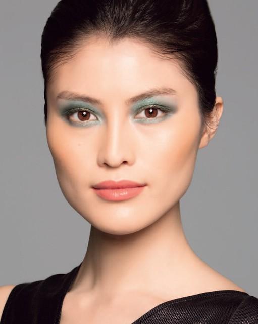 intense-eyes-look