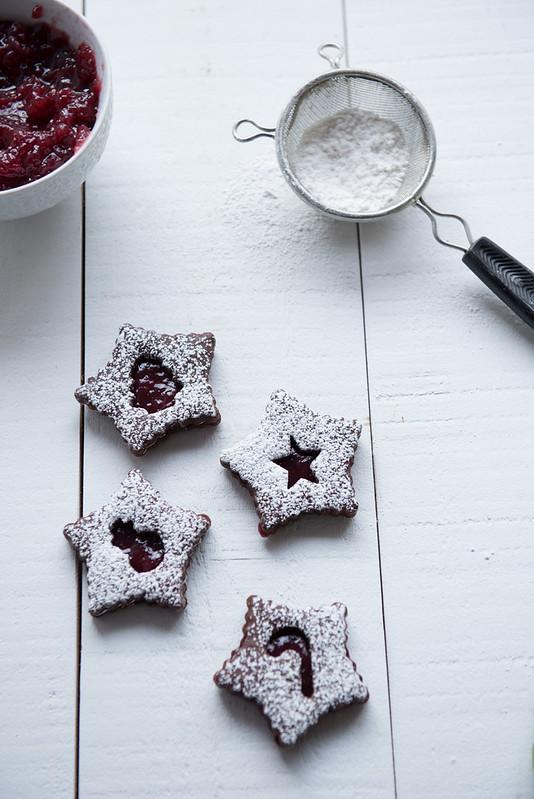 Chocolate Raspberry Linzer Cookies www.pineappleandcoconut.com #Christmasweek (8)
