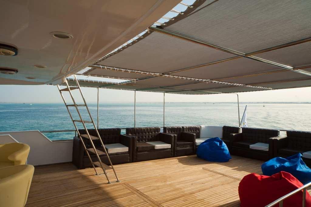 Cabinas De Ducha Zona Sur: 36 metros de eslora ancho 8 9 metros de manga cabinas 11 cabinas