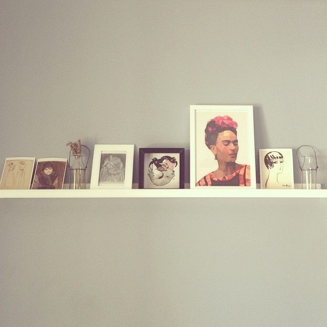 I brought neither lamp nor loom on our morning venture. But I did bring home a frame so I could add @studiocockatoo 's Frieda to the picture shelf above my bed. Isn't she beautiful? #studiocockatoo #friedakahlo #kateissotalented