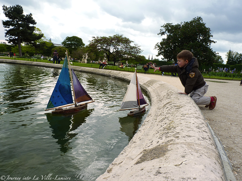 Boats in the pond in Jardin de Tuileries