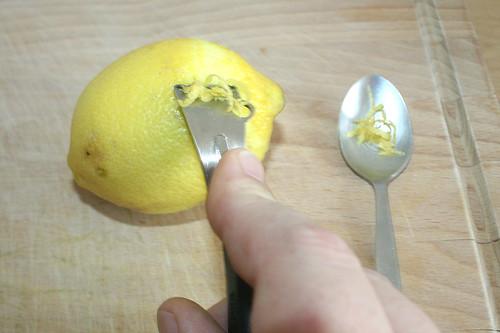 27 - Zitronenschale abreiben / Grate lemon peel