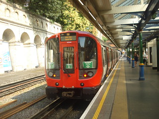 S7 21318 on District Line, South Kensington