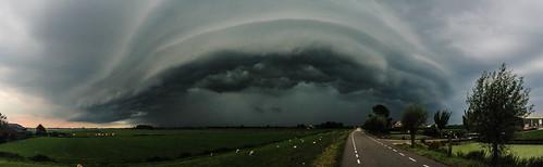 storm clouds cycling leiden thenetherlands zoetermeer southholland benthuizen shelfcloud arcuscloud