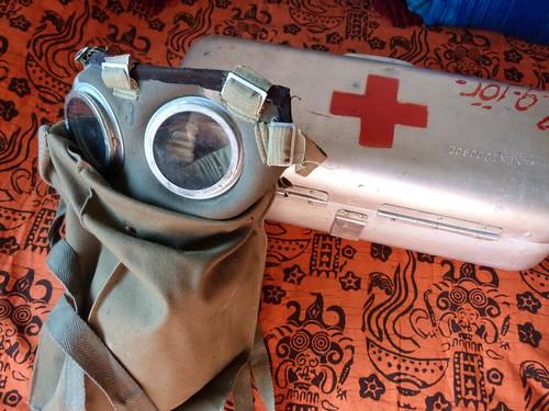 Máscara antigás y botiquín de un búnker hospital de Budapest