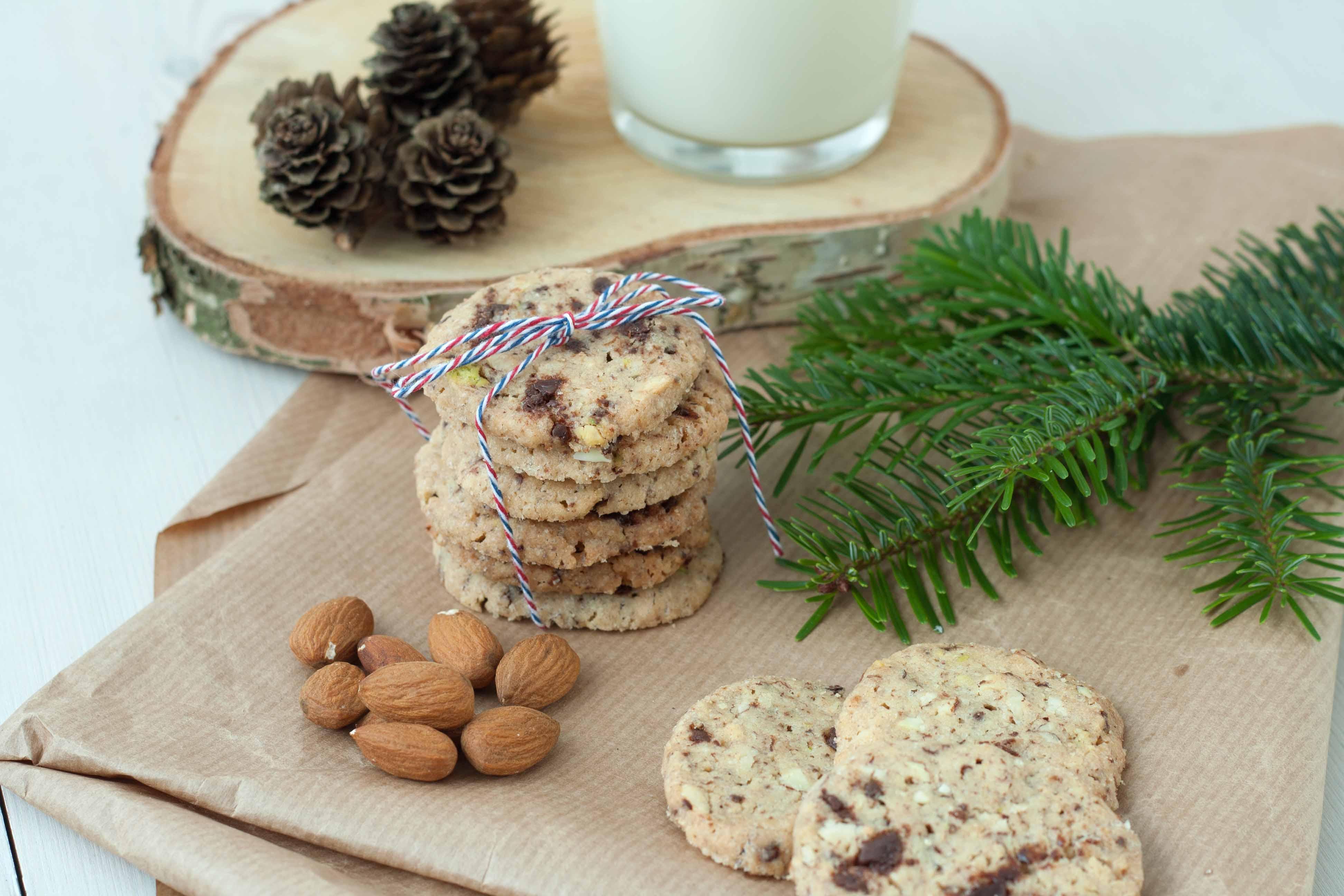 Opskrift på hjemmelavede Småkager med chokolade og nødder