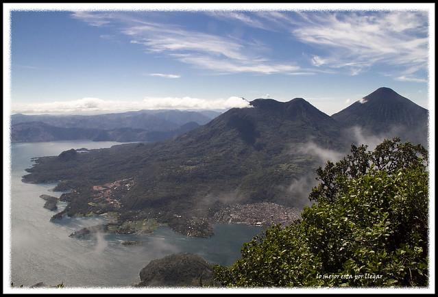 Vista de los Volcanes y el lago desde el San Pedro