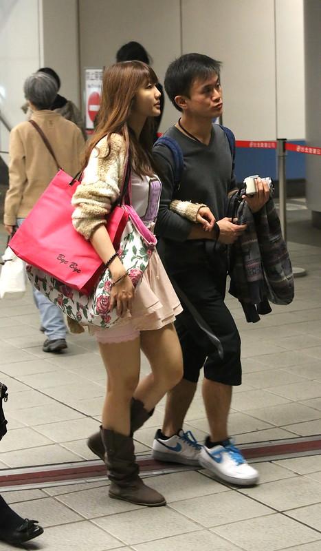 girl wearing pink short skirt粉紅短蓬裙靴子女孩II