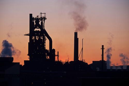 sunset sky ontario mill silhouette industrial waterfront smoke smokestack pollution saultstemarie steelworks blastfurnace steelplant steelmill stmarysriver algomasteel essarsteel numbersevenblastfurnace xf55200mm fujixt1 integratedmill