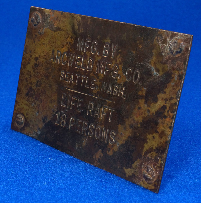 RD12929 Vintage Brass Plate Arcweld Mfg. Co. Seattle Wash. Life Raft 18 Persons DSC06611