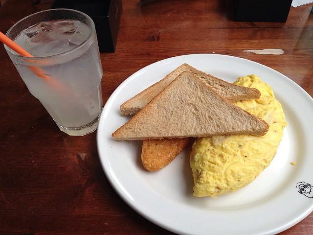 祖母招牌蛋捲,附餐飲料我選了現搾檸檬汁@中西美食