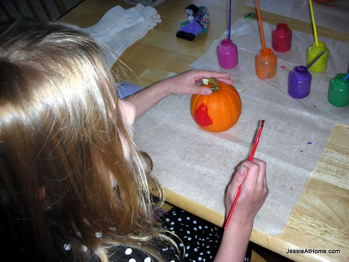 Kyla-Pumkin-Painting-Time