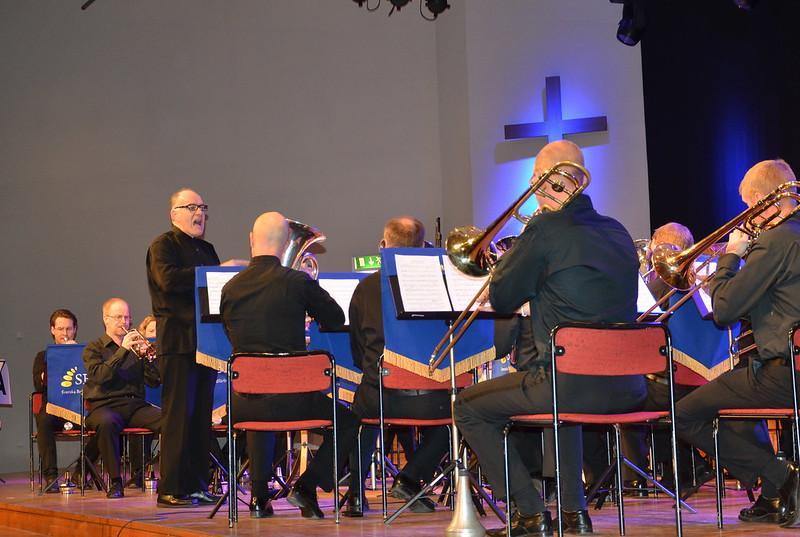 Brassbandfestivalen 2013 - Philip McCann manar på Windcorp Brass Band (Foto: Olof Forsberg)