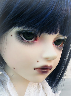 :: Face up detail ::