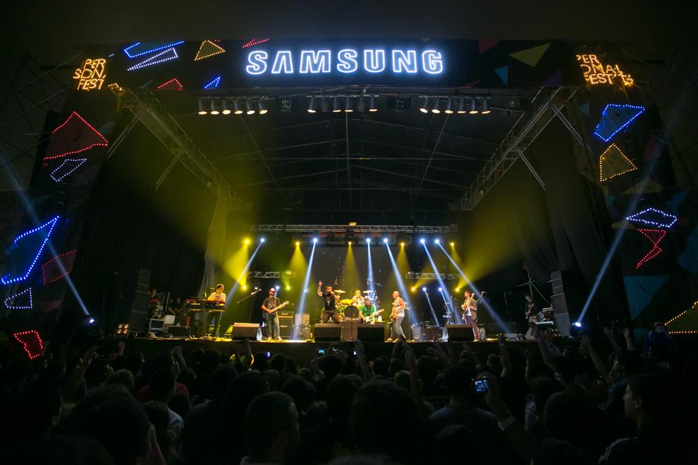 El grupo Las Pastillas del Abuelo durante su actuación en el escenario Samsung, uno de los 2 escenarios que fueron montados en el Jockey Club para el festival. (Tetsu Espósito)