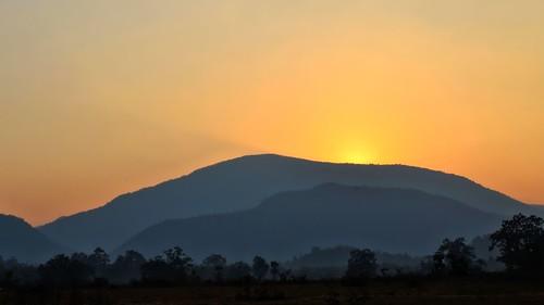 sunset india mountains silhouette orissa wildlifesanctuary mahanadi satkosia odisha tikarpada westghatmountains